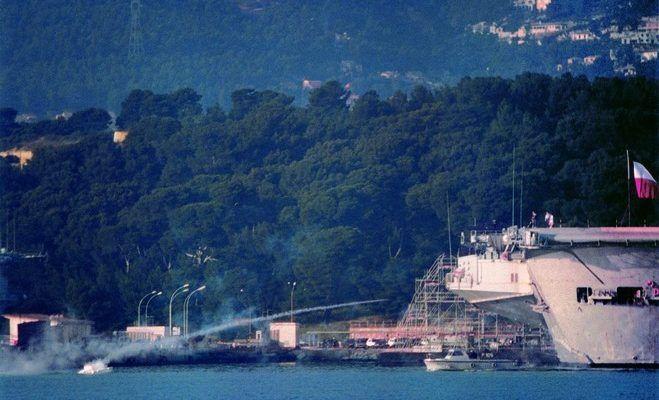 Philippe Meste, Attaque du port de guerre de Toulon, vidéo, 1993, Courtesy P.Meste_GalerieJousseEntreprise, Paris